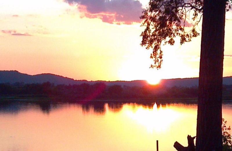 Sunset at Ward's Riverside Cabins.