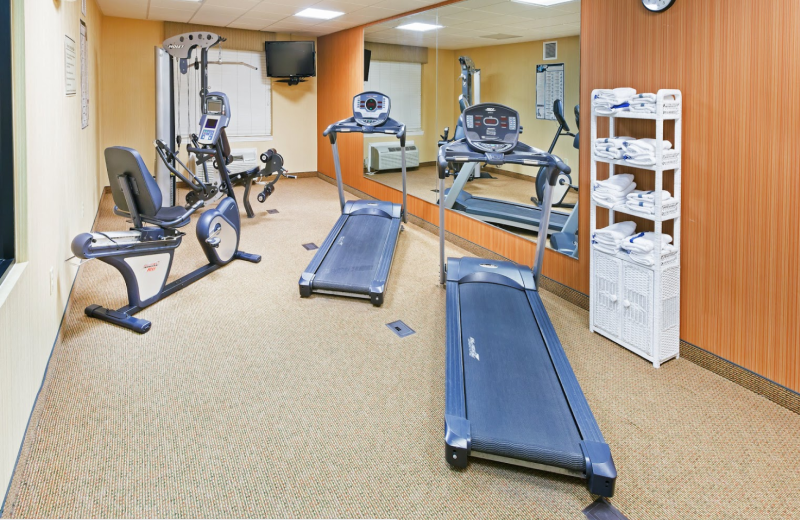 Fitness room at Country Inn & Suites Chambersburg.