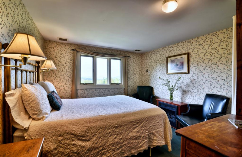 Classic style room at the Darby Field Inn