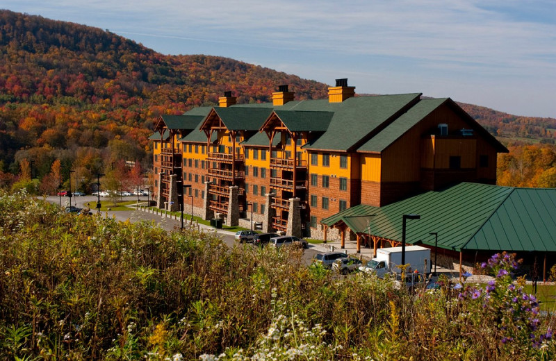 Exterior view of Hope Lake Lodge & Indoor Waterpark.