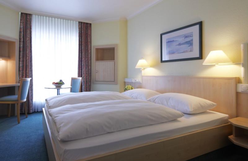 Guest room at Inter City Hotel Hamburg-Altona.