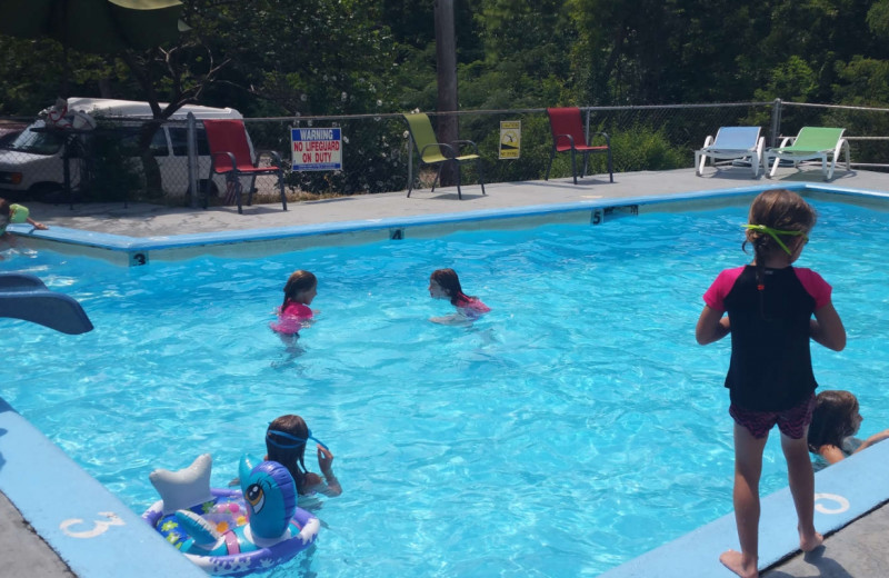 Outdoor pool at Aurora's Kentucky Lake Cottages.