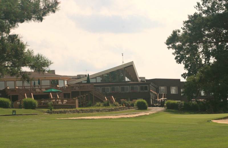 Exterior view of Cross Creek Resort.