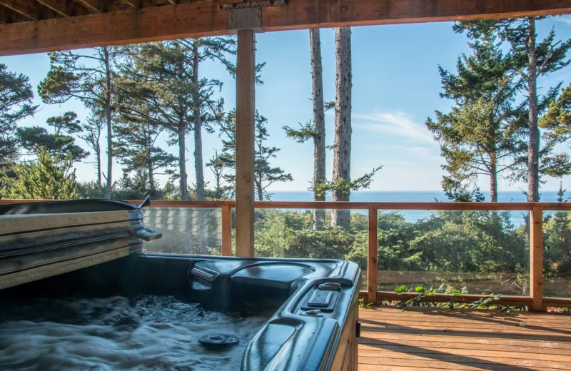 Rental hot tub at Kiwanda Coastal Properties.