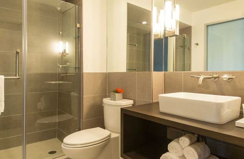 Guest Bathroom at Harbor House Hotel & Marina at Pier 21