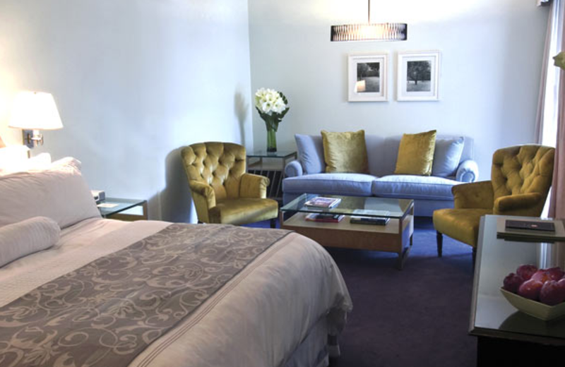 Guest room at Luxe Hotel Rodeo Drive.