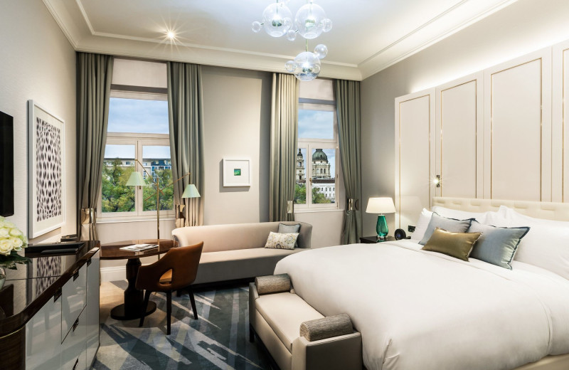 Guest room at Le Meridien Budapest.