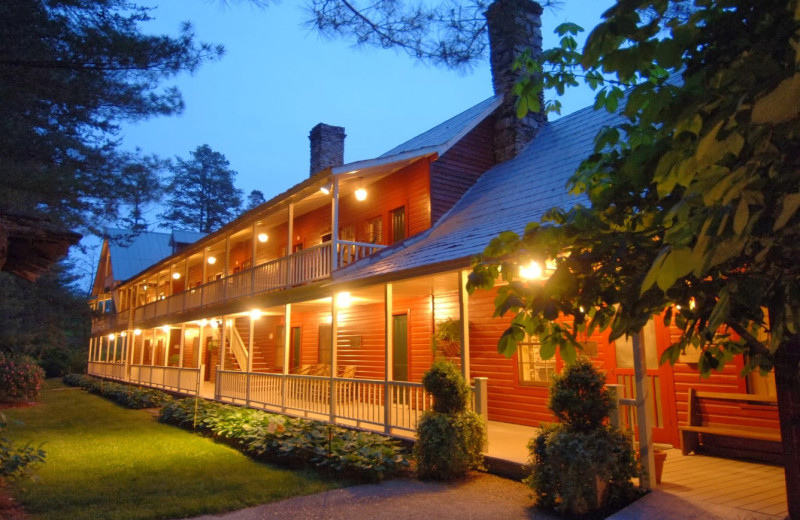 Exterior view of Glen-Ella Springs Inn.
