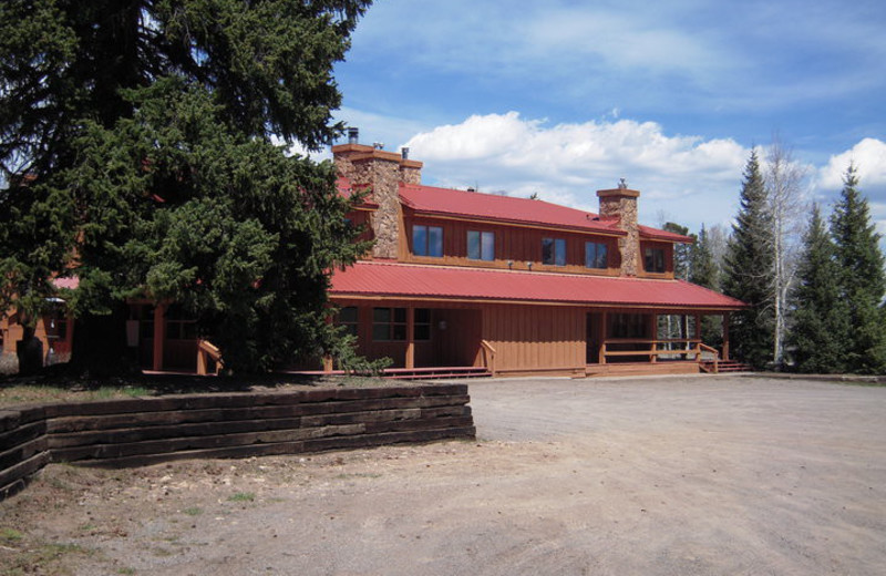 Exterior view of Arrowhead Mountain Lodge.