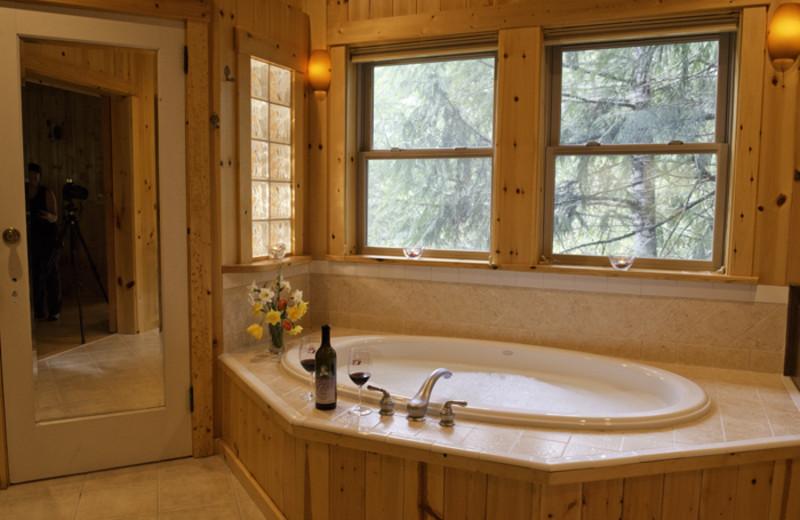 Cabin bathroom at Jasmer's Rainier Cabins & Fireplace Rooms.