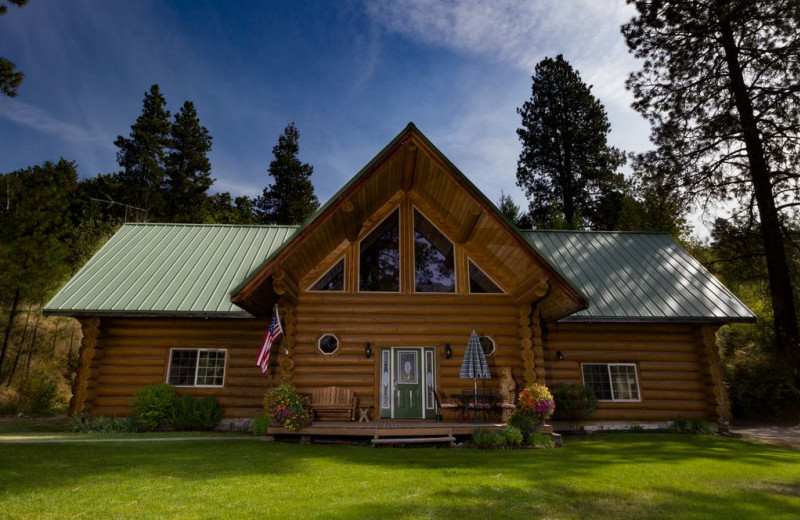 Exterior view of Bear Mountain Lodge.