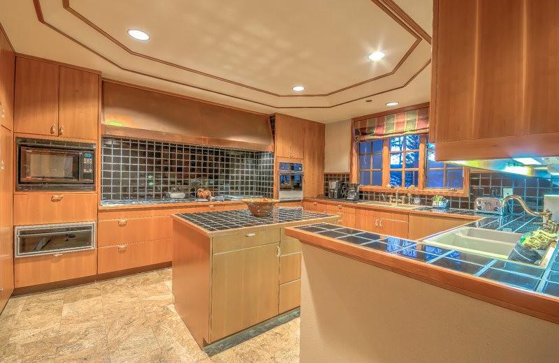 Rental kitchen at Retreatia.com.