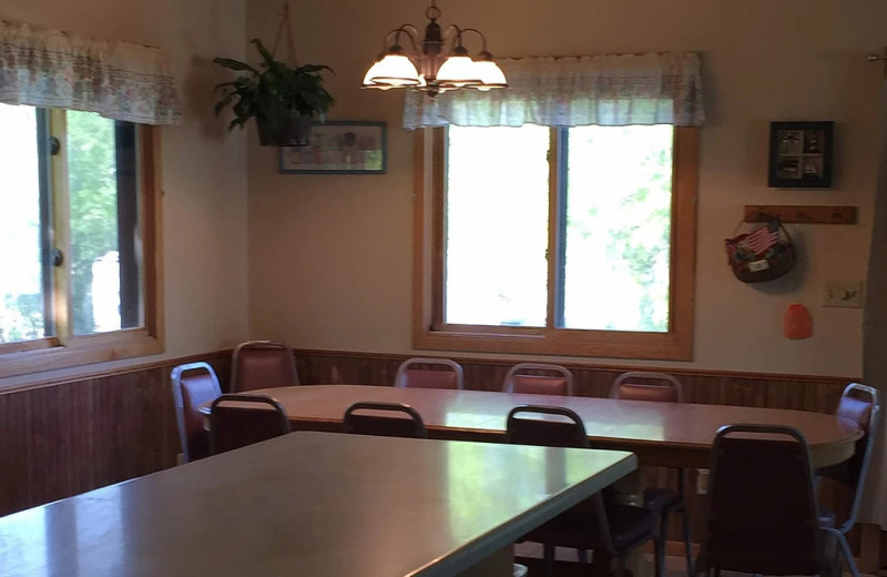 Guest dining room at Betsy Ross Resort.