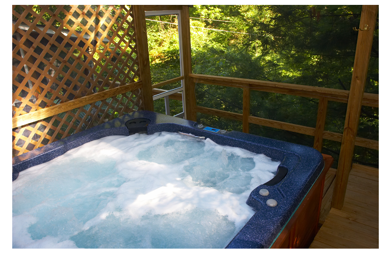 Cabin hot tub at Cabins-4-Rent.
