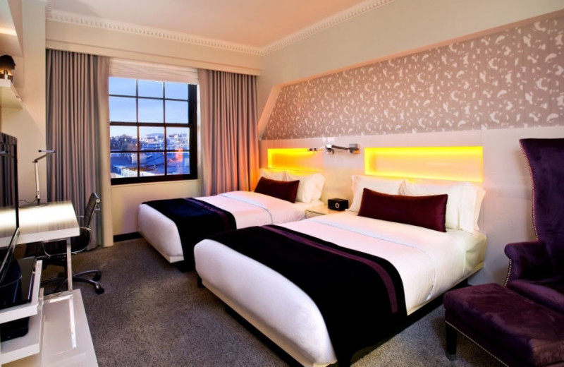 Guest room at Hotel Washington.