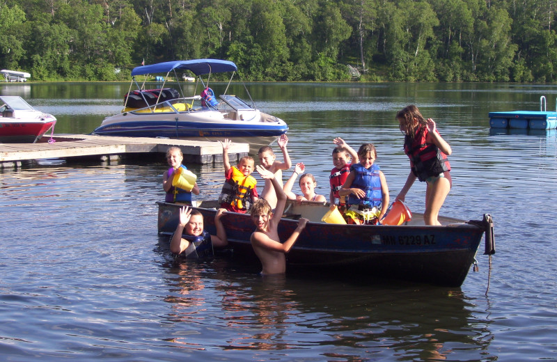 Boating at Shady Hollow Resort and Campground.