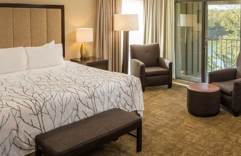 Guest room at Eagle Ridge Resort