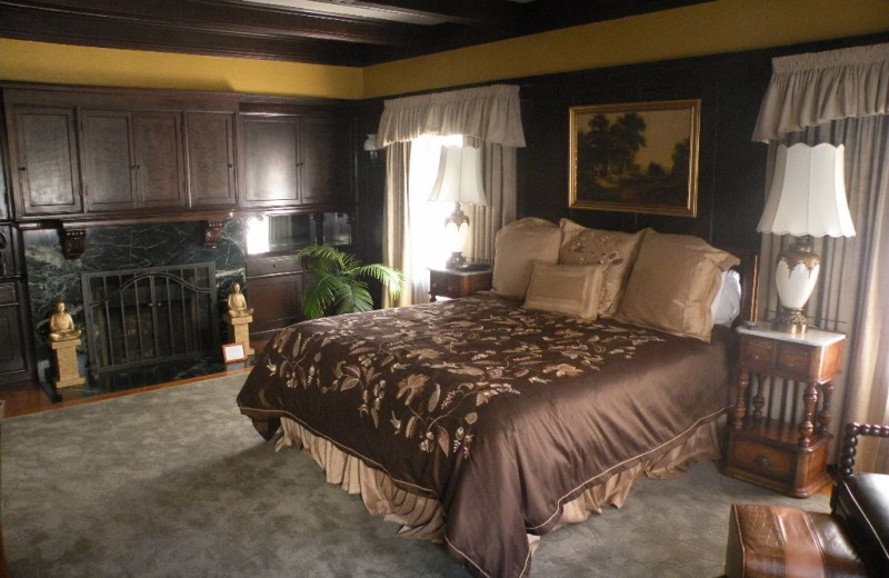 Guest bedroom at Jackson Court.