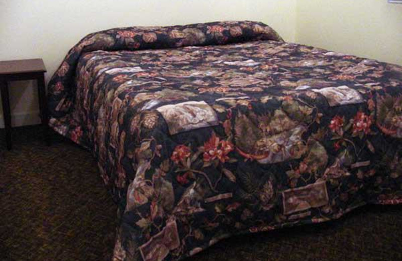 Guest bed at Seaview Motel & Cottages.