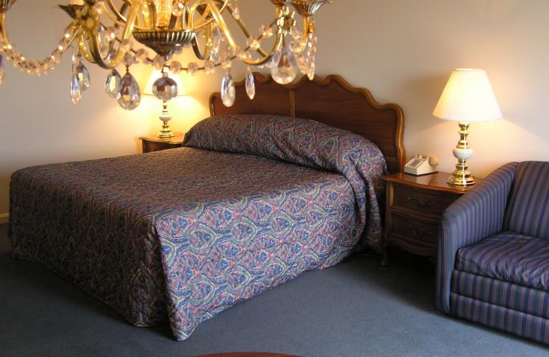 Guest room at Ogunquit River Inn & Suites.