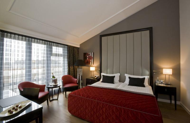 Guest room at Steigenberger Kurhaus Hotel.