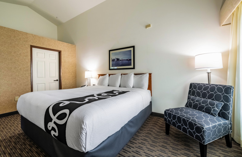 Guest room at The INN at Gig Harbor.