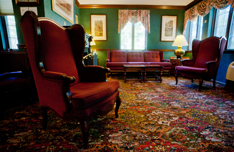 Lobby view at East Norwich Inn.