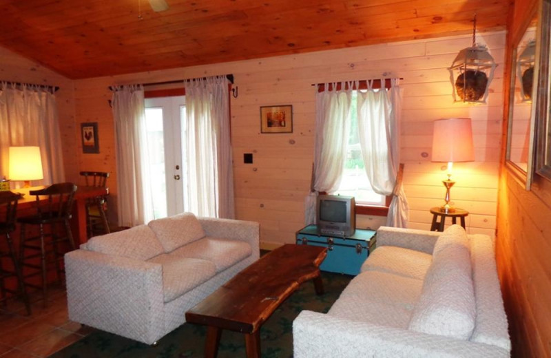 Cottage living room at HighWinds Lodge & Cottages.