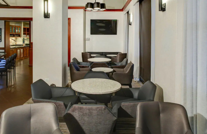Dining at Hyatt Place Chicago/Itasca.