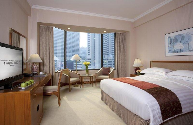 Guest room at Shanghai JC Mandarin.