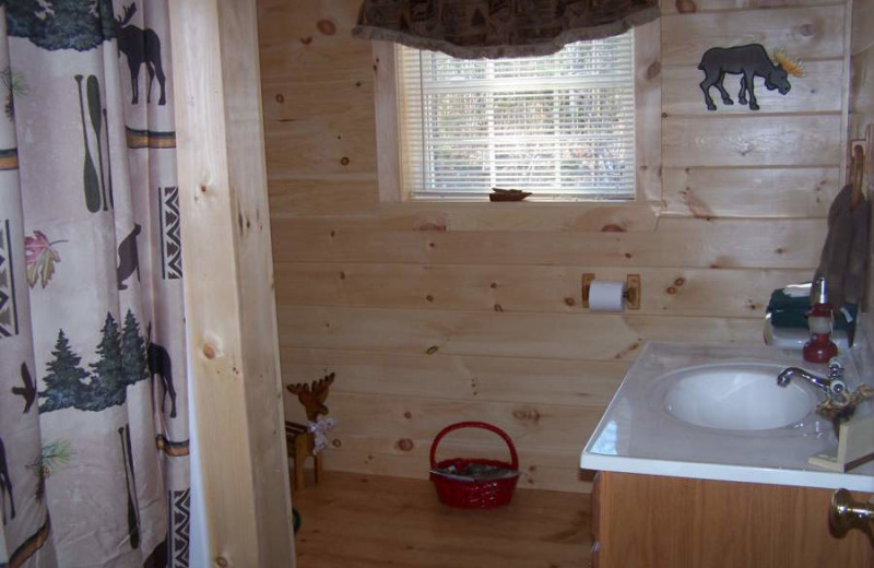 Cabin Bathroom at Sunrise Ridge Guide Service