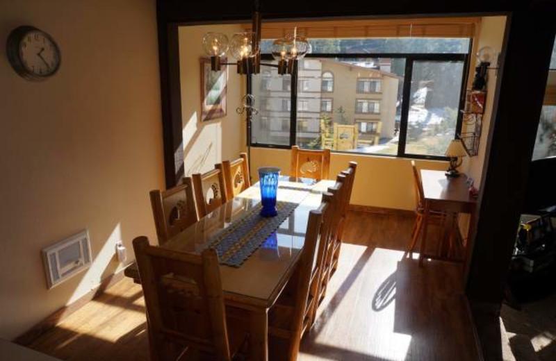 Vacation rental dining room at JetLiving.