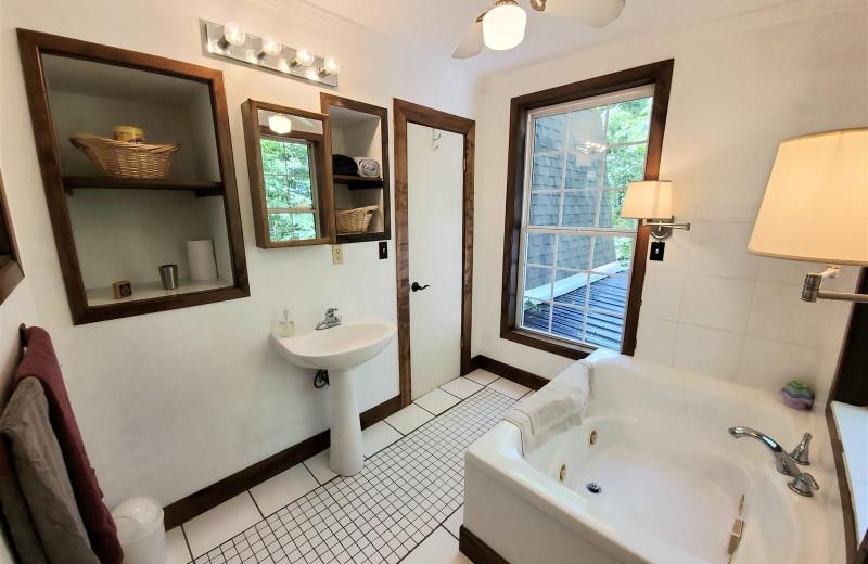 Rental bathroom at Allstar Lodging.