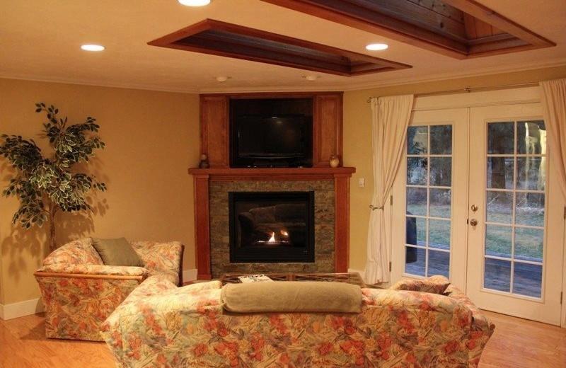 Cabin living room at Sisters Vacation Rentals.
