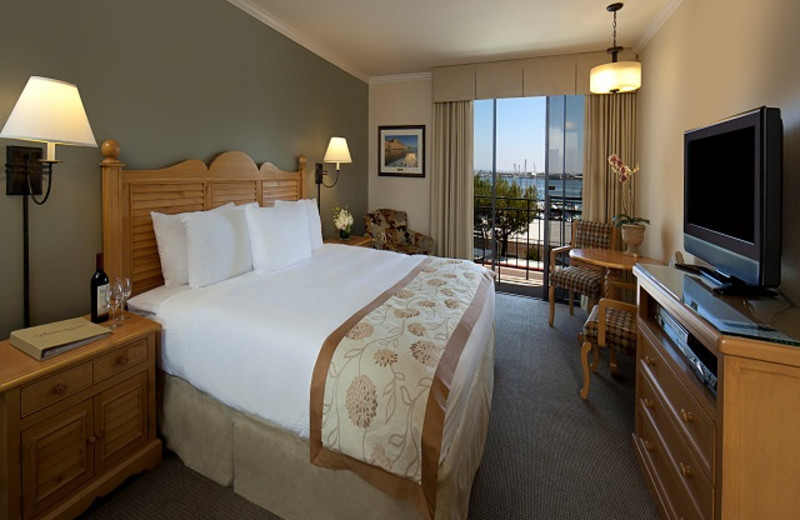 Guest room at Glorietta Bay Inn. Contemporary Bayview