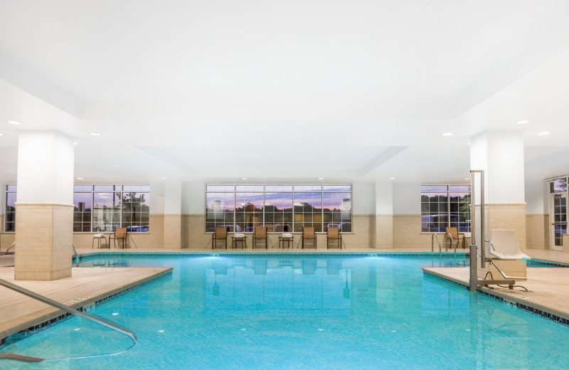 Indoor pool at Wyndham Gettysburg.