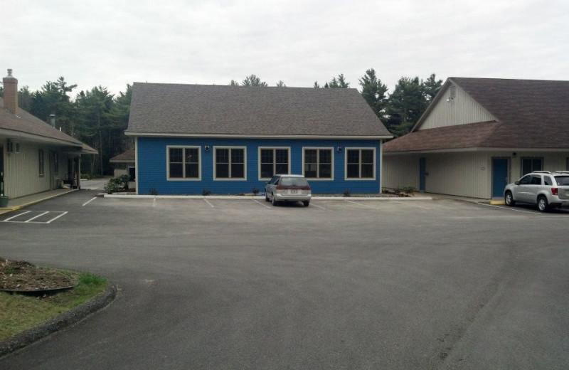 Exterior view of Best Western Acadia Park Inn.