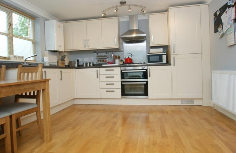 Rental kitchen at Lynwood House.
