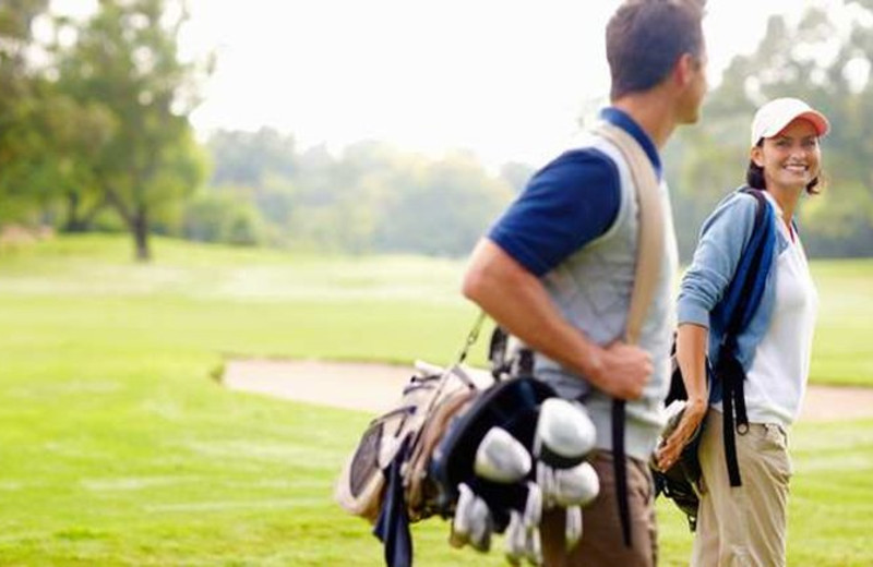 Couple golfing at Lancaster DoubleTree Resort by Hilton.