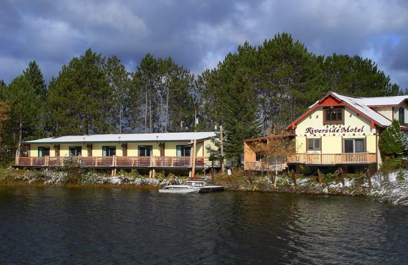 Welcome to The Riverside Motel/Mallards' Landing