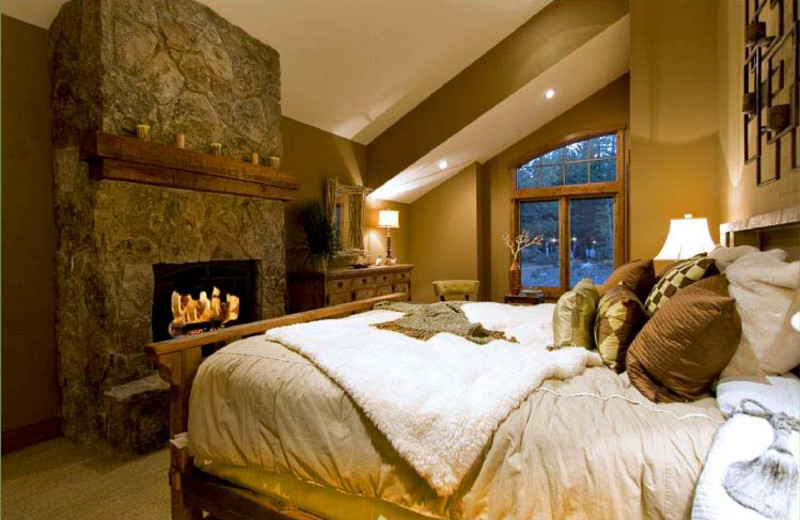 Guest room at Mammoth Stonegate.