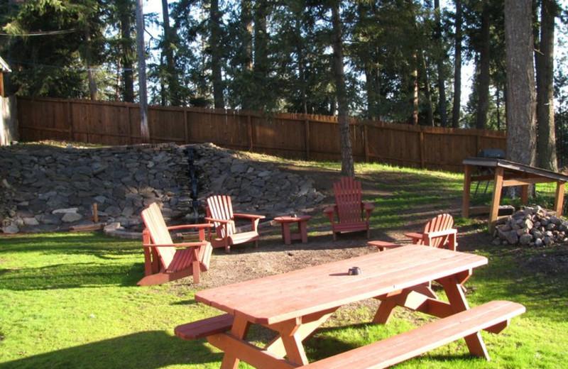 Picnic area at Bennett Bay Inn.