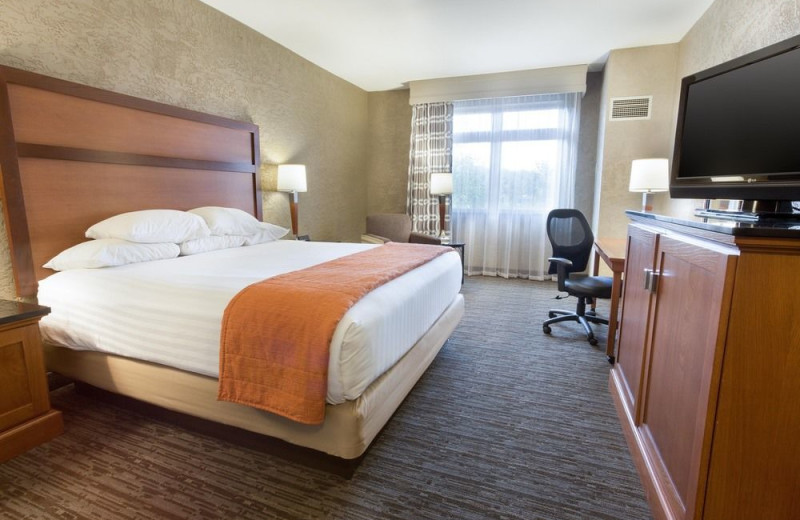 Guest room at DRURY INN AND SUITES FLAGSTAFF.