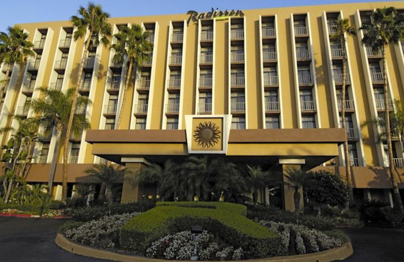 Exterior View Of Radisson Hotel Newport Beach