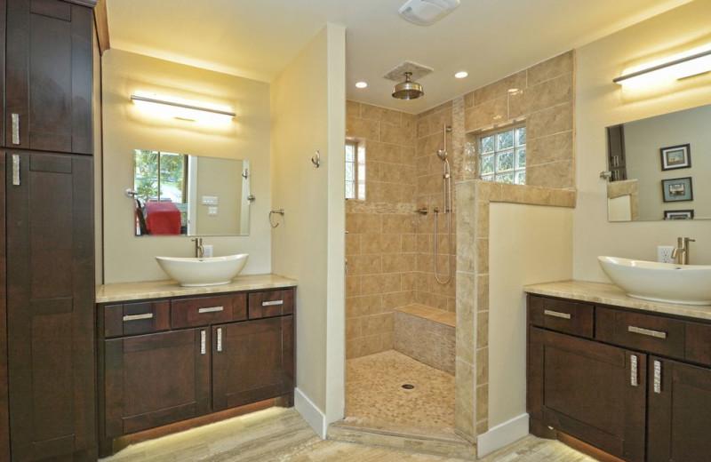 Rental bathroom at Villa Manana.