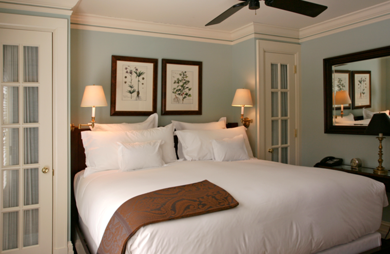 Guest room at East Hampton Point and Marina.