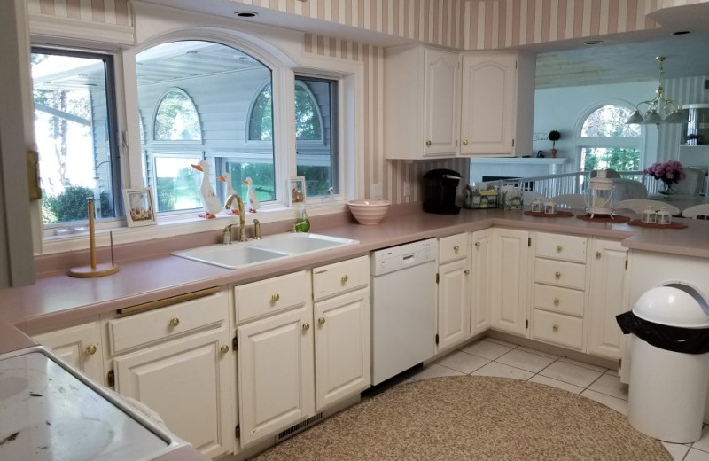 Rental kitchen at Door County Vacancies.