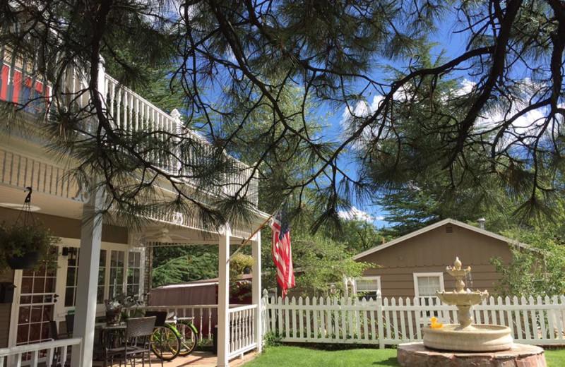 Exterior view of Prescott Pines Inn B & B.