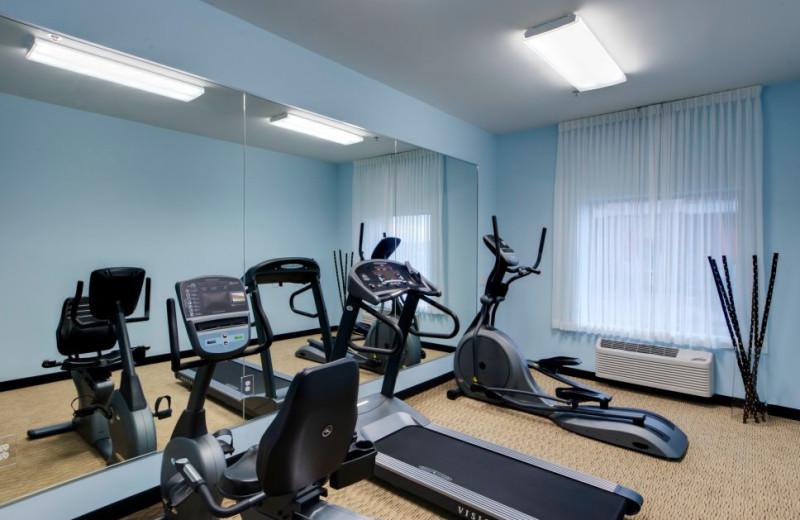 Fitness center at Berlin Grande Hotel.