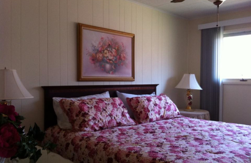 Guest bedroom at Oak Cove Resort.